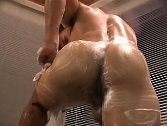 [男のプリケツ] ゲイ動画:体育会男児プリケツ越しに拝むタマ袋 !!