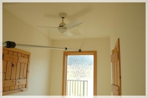 窓の桟を掃除2