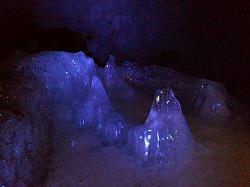富岳風穴の氷