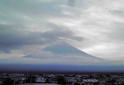富士山も遠く・・良い旅でした