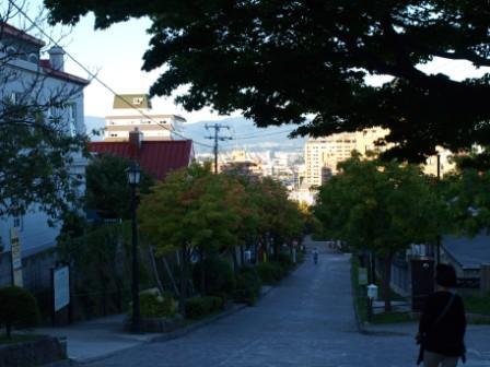 カトリック元町教会前の坂