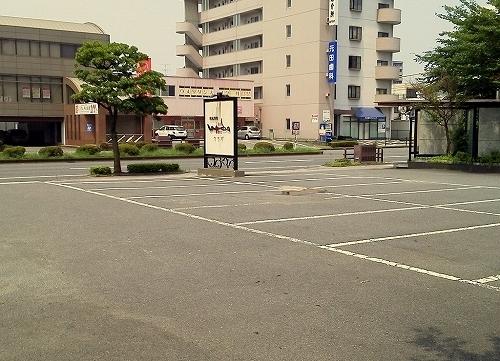 駐車場はエントランス横、平面にて20台完備!