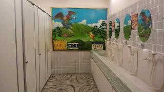 女性用トイレ・・・蛇口がシャワーヘッド!