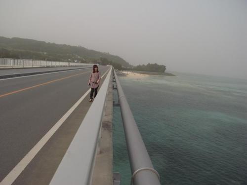 古宇利大橋を歩く