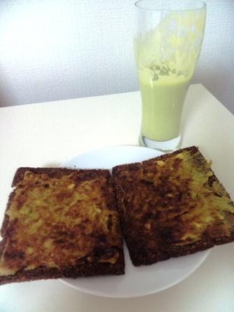 ツナとアボカドのペーストトースト