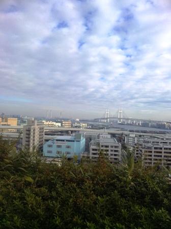 朝ラン_港の見える丘公園からの景色(ベイブリッジ)