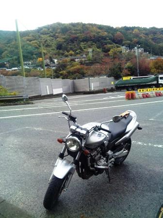 箱根旅行_バイクと曇り空