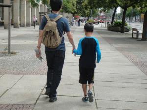 ドイツ ドレスデンを歩く二人