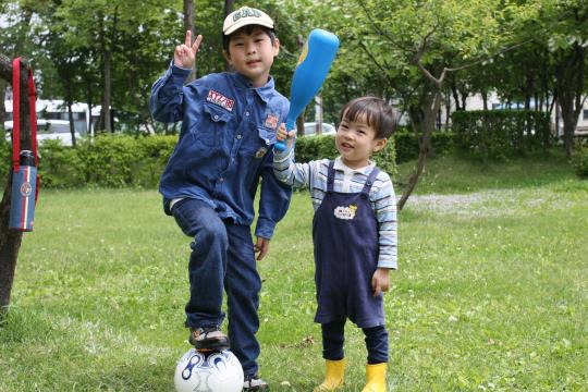 長男とサッカー、次男と野球