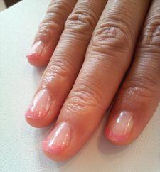 淡いピンクのフレンチネイルです☆やさしい雰囲気ですね~