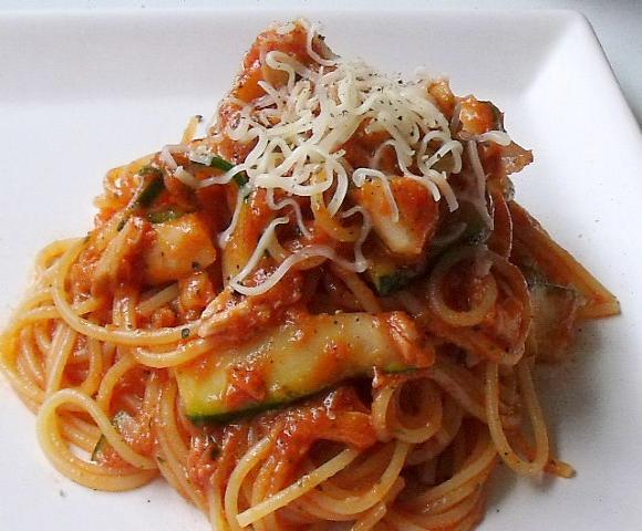 蛸とズッキーニのトマトパスタ