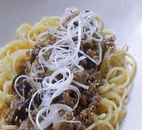 茄子と挽肉ピリ辛パスタ③