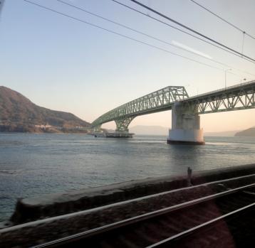 瀬戸内海の島に架かる橋110330