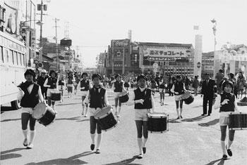 市制を祝うパレード