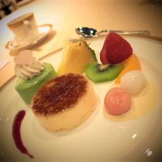 デザート 焼アイスのフルーツ飾り