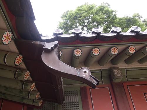 昌徳宮(チャンドックン)の鳥型の雨どい
