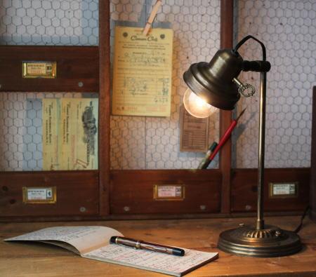 USAヴィンテージのデスクランプ・・・私のデスクもこんな感じにしたいのよ