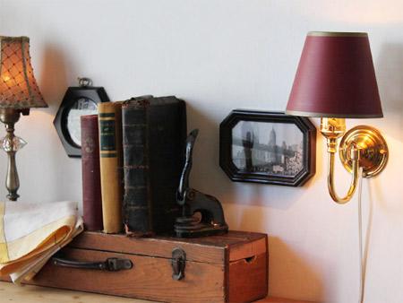 ヴィンテージ真鍮製ウォールランプ。上下逆さまに設置したり、シェードをつけてまた違った雰囲気も楽しめます。
