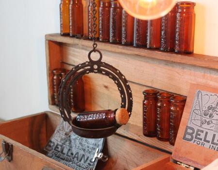アメリカ アンティークのメディソンボトル薬瓶 BELL-ANS 1