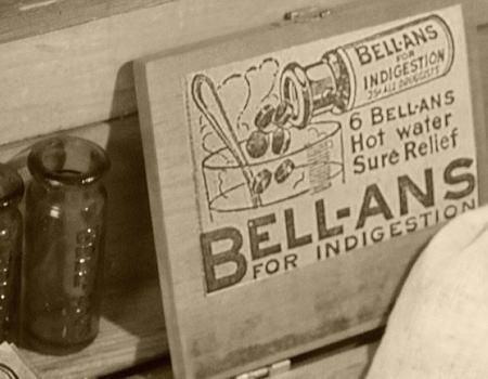 アメリカ アンティークのメディソンボトル薬瓶 BELL-ANS 2