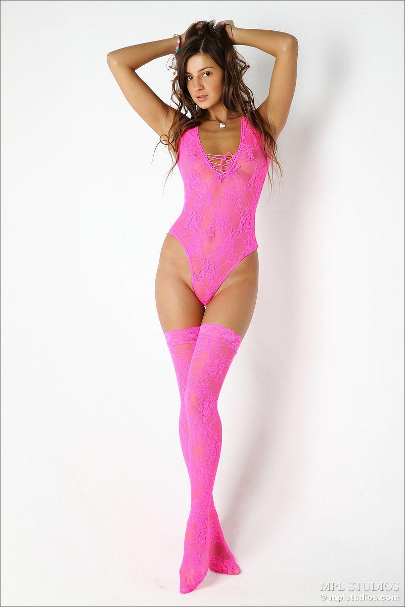 Tara - PINK LADY 01