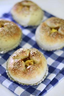 惣菜パン用生地で作った切り干し大根パン1