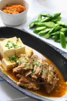 箸で切れるスペアリブのピリ辛煮込み3