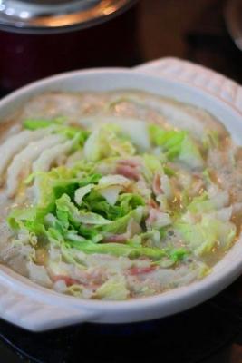 豚バラ白菜チーズの豆乳ごま鍋2