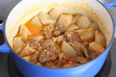 牛すじとこんにゃくのちょい辛味噌煮込み6