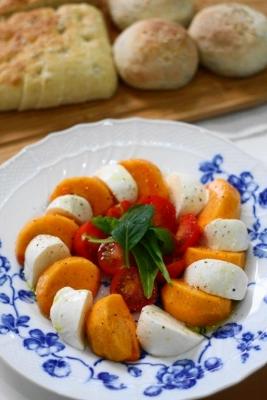 柿とモッツァレラチーズのカプレーゼ