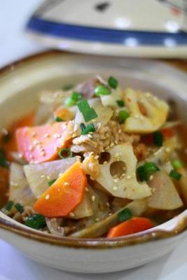 根菜と豚肉のキムチ煮込み1
