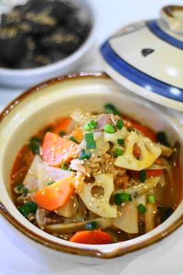 根菜と豚肉のキムチ煮込み2