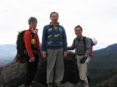 ニュウの頂上で記念撮影