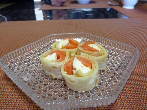 サーモンとクリームチーズのトルティーヤ巻