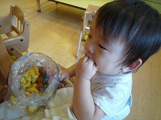 101014_つかみ食べ (2)