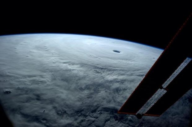 国際宇宙ステーションからみた2014年台風第19号
