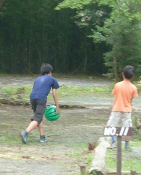 1箱根スイカボールで遊ぶ