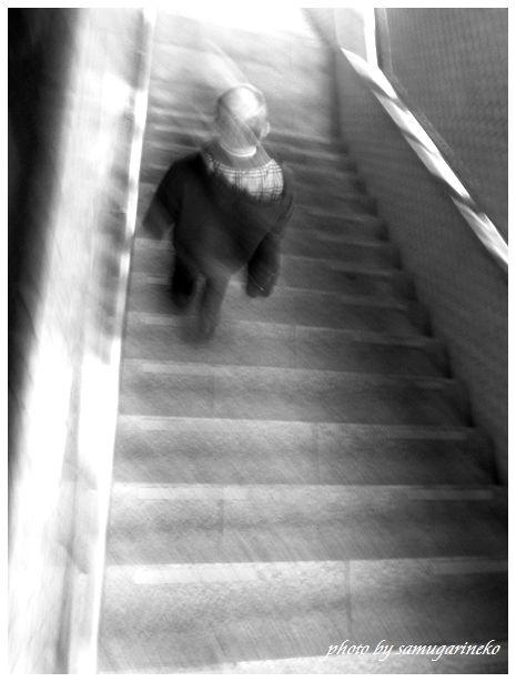 地下鉄へと降りる階段