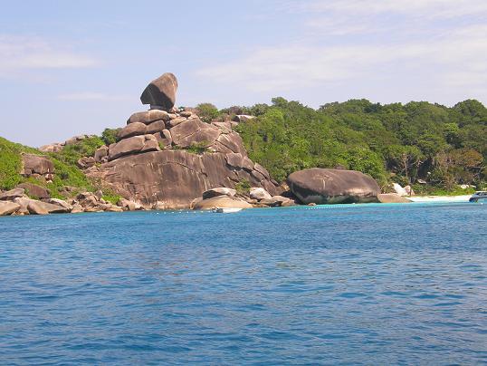 シミラン島