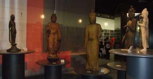 展示物(4)-仏像(立像)