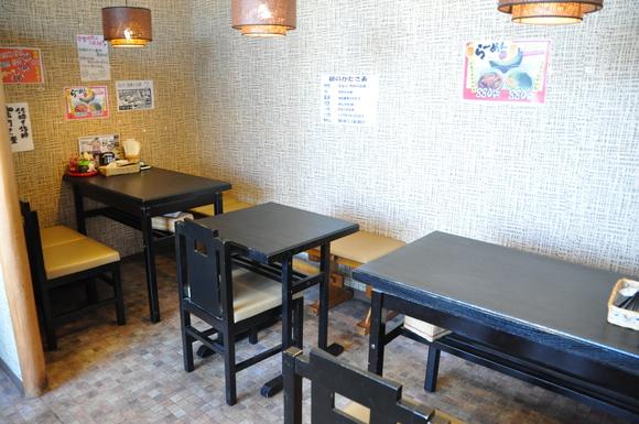 店内テーブル