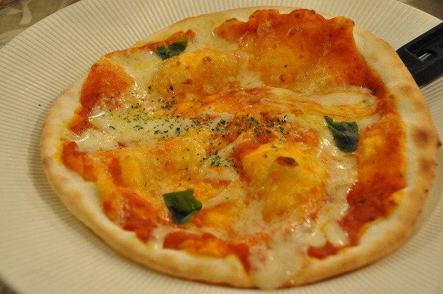 DSC_1975 ツナ&たまごのピザ