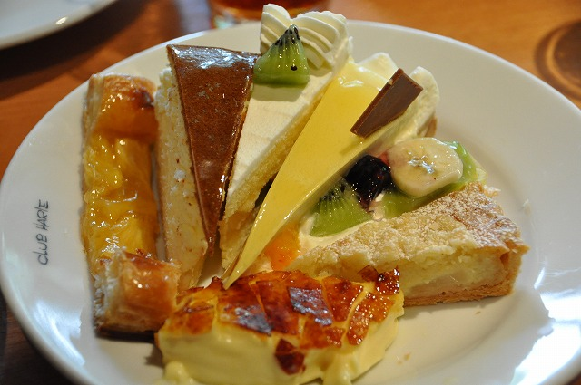DSC_4045 10:26 パイ、フロマージュ、ショートケーキ、パッションブラン、フルーツタルト、ピーチタルト、クリームブリュレ