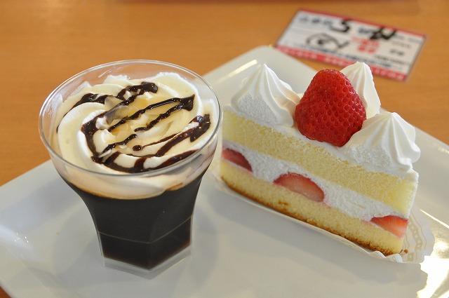 DSC_0246 五皿目 コーヒーゼリー 250円、 三角ショート 300円