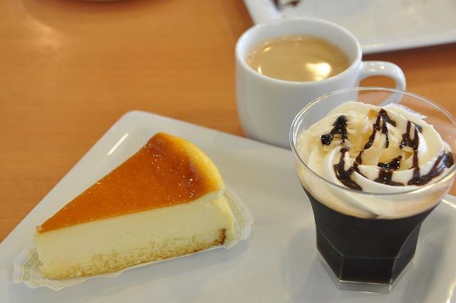 DSC_0283 十一皿目 オリジナルチーズケーキ 280円、 コーヒーゼリー 250円