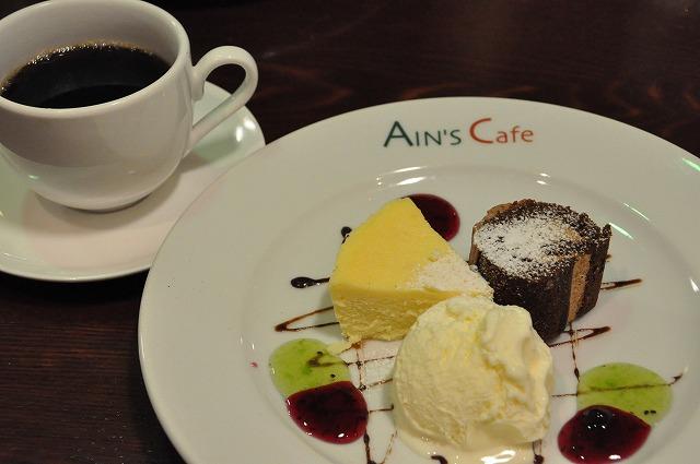 DSC_1453 六皿目 ニューヨークチーズケーキ、チョコレートのロールケーキ、バニラアイス