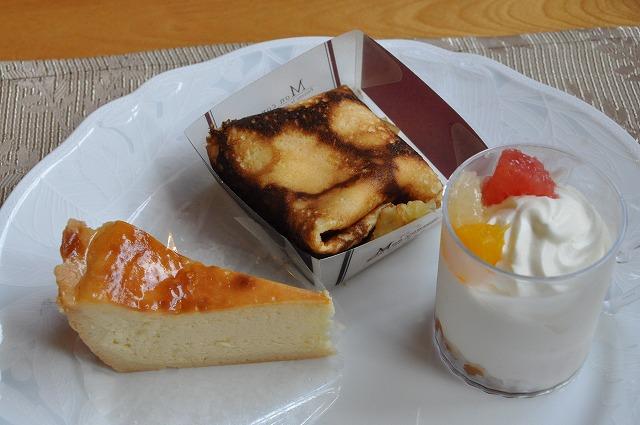 DSC_1685 三皿目 ベイクドチーズケーキ、オレンジのクレープ、ヨーグルトのムース