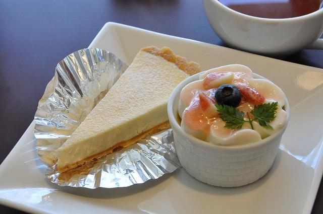 DSC_0469 私五皿目 チーズタルト 380円、 めっ茶おいしい 380円