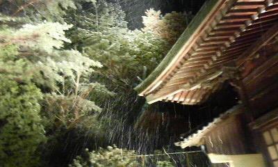陶山神社本殿横(2010.12.30撮影)