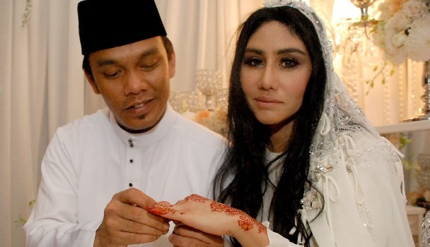 Pernikahan Ella, Azhar 4